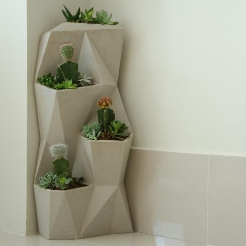 Angolo Vertical Planter